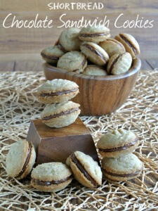 A pin image with text for shortbread cookies.