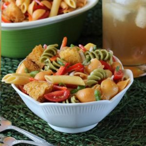 Trio Italiano Panzanella Pasta Salad is light and healthy. Easy to make and the pasta even includes vegetables.