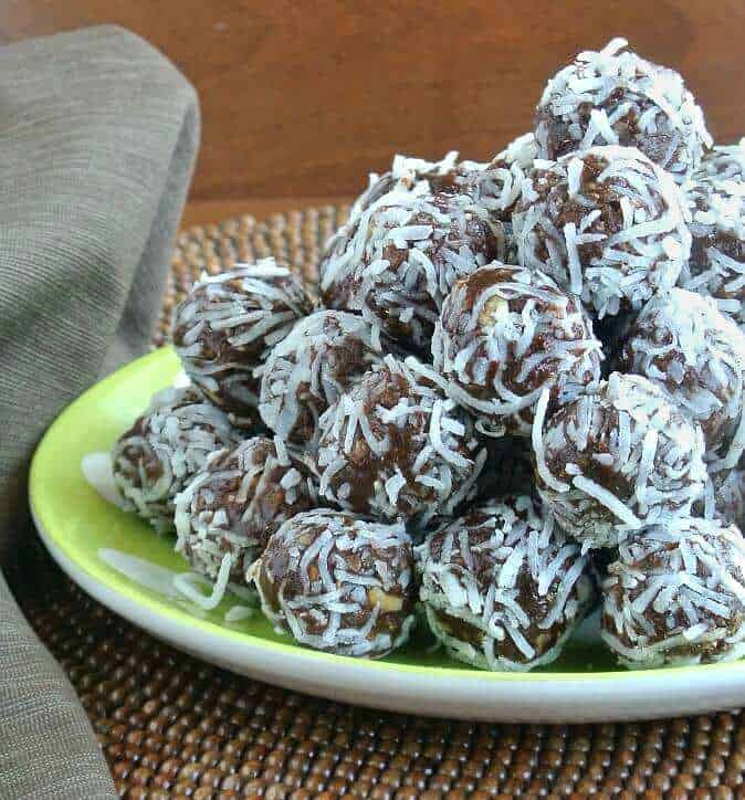 Raw Date Chocolate Balls are made with the best variety of ingredients - sweet, crunchy and chocolaty..