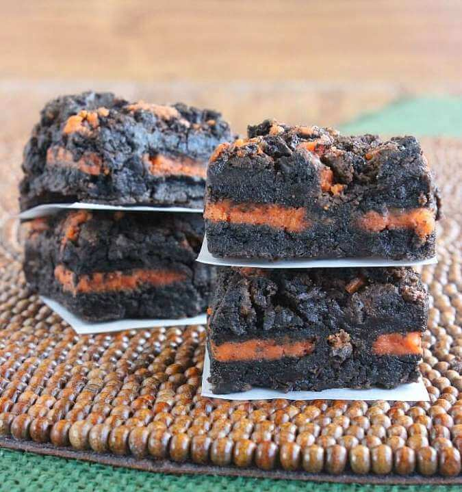 Autumn Oreo Brownies is an easy wonderful recipe - Fall, Halloween and Thanksgiving!