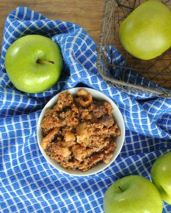 Slow Cooker Apple Granola Crumble is easy, delicious and healthy!