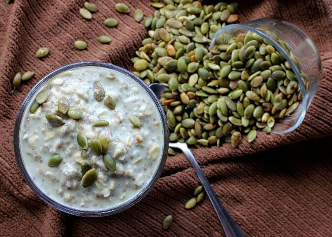 Vegan Overnight Oats offers the best of all worlds. Pumpkin seeds, maple syrup, matcha, chia seeds and coconut!