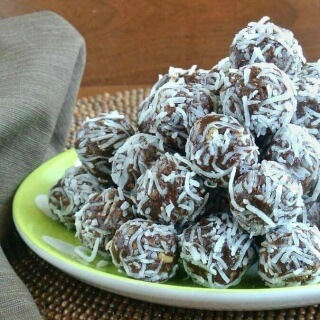 No Bake Date Chocolate Balls