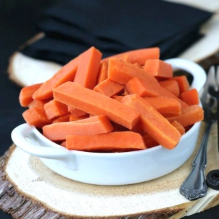 Quick and Easy Pickled Carrots