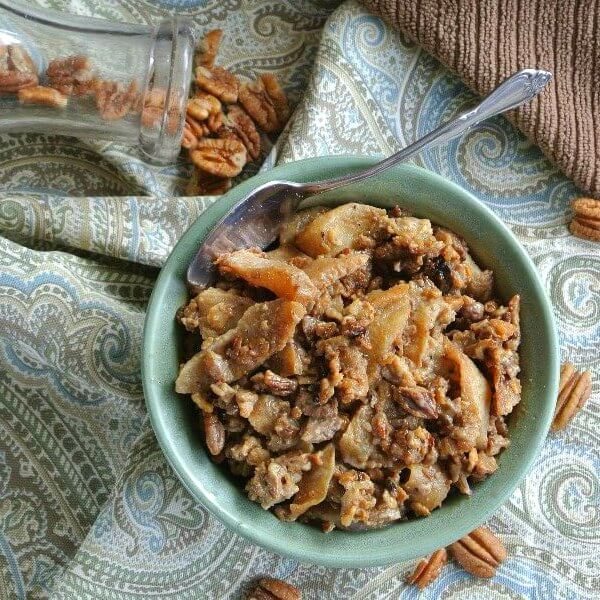 Slow Cooker Apples and Oats is apples with cinnamon and coconut sugar. Yes, and oats and pecans.