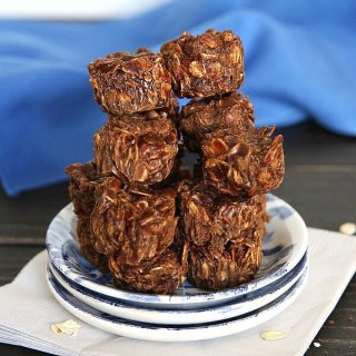 Cashew Pralines Recipe is a mix of a few ingredients, like cashews and chocolate that make the best no bake candy.