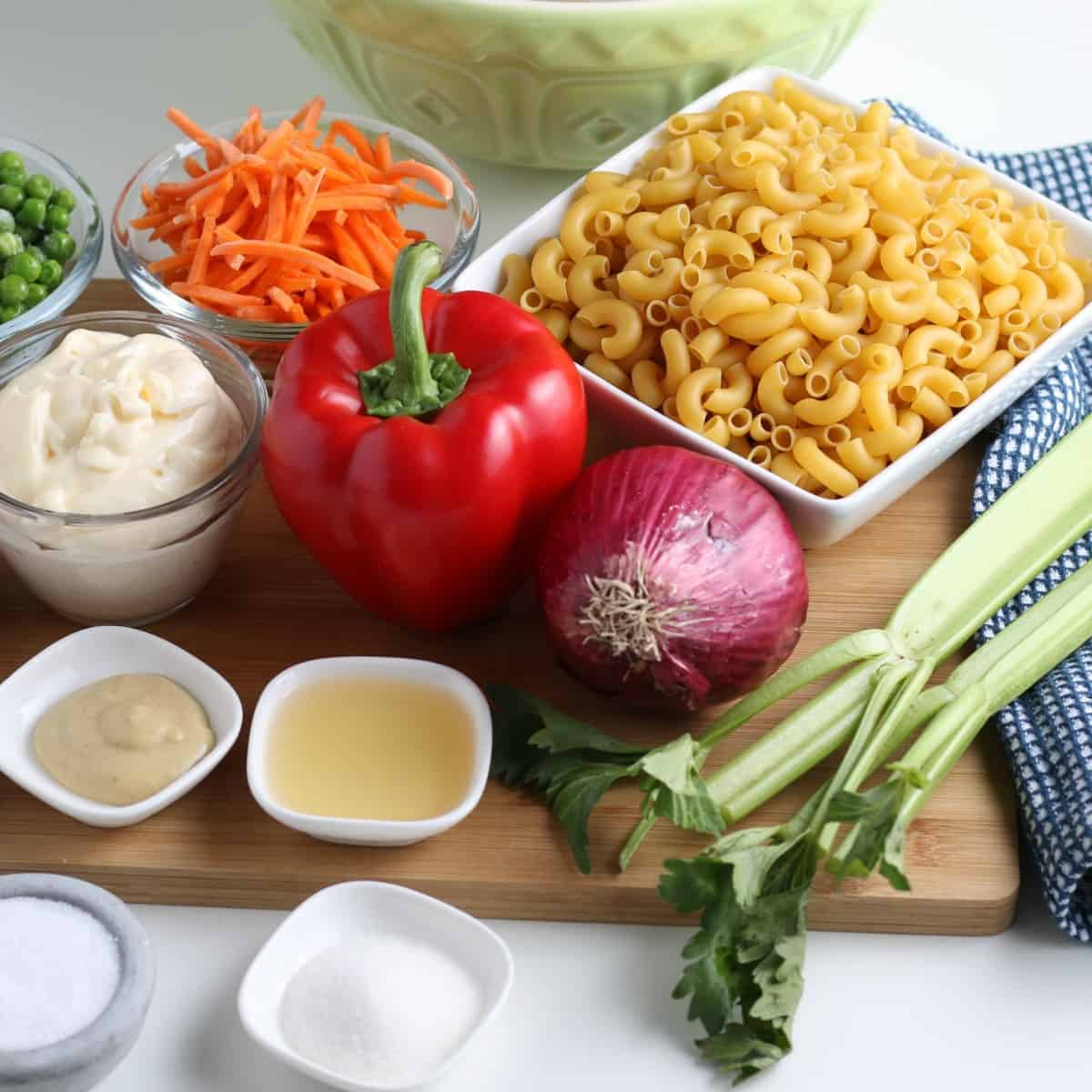 All of the ingredients are shown on a wooden cutting board before the vegetables are prepares.